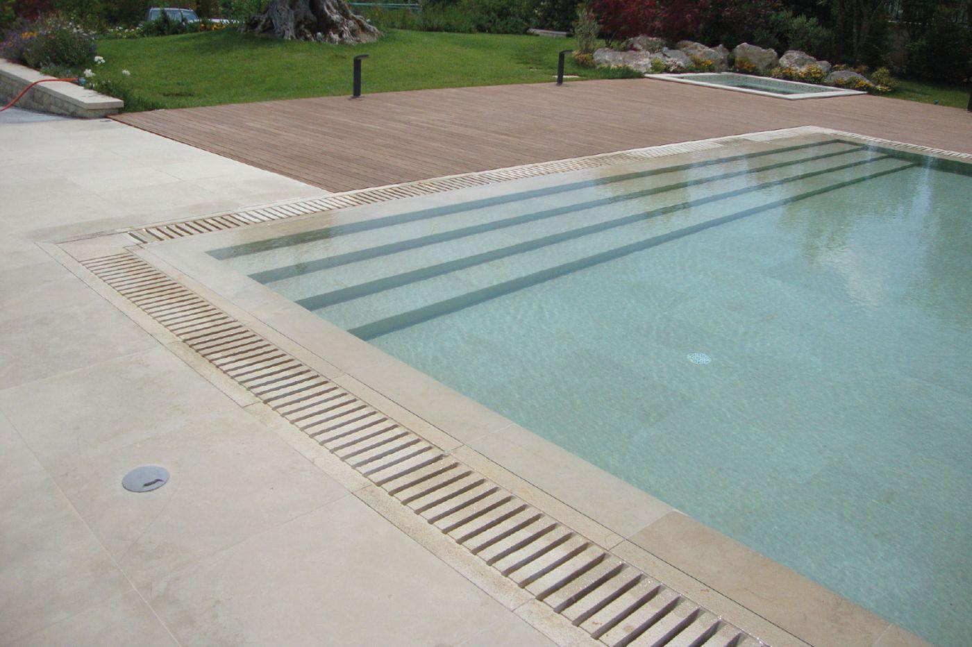 Rivestimenti in pietra per piscine pimar for Piastrelle per interno piscina